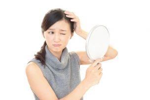女性が若ハゲになる6つの原因と改善するための全ポイント