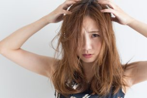 プロ直伝!頭皮が固い5つの原因と今すぐできる2つの対処法