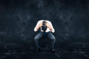 プロが教えるストレスと円形脱毛症の関係と原因別の治療法