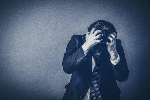 ストレスはフケにつながるの?正しい答えとおすすめの対策9選