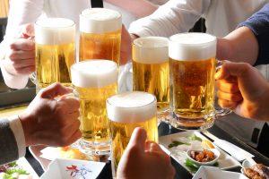 ビールで乾杯のイメージ